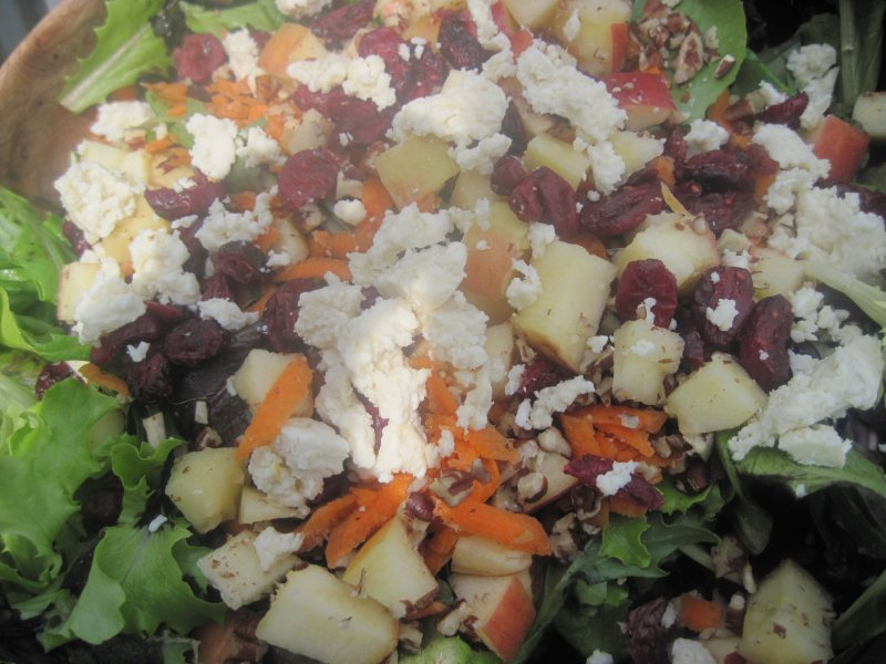 Satisfying Crunchy Mixed Green Salad With Blue Cheese